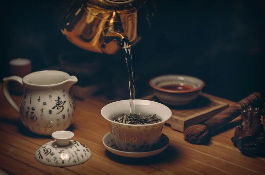 nalévání čaje
